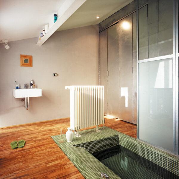 R05_Bathtub-on-the-floor